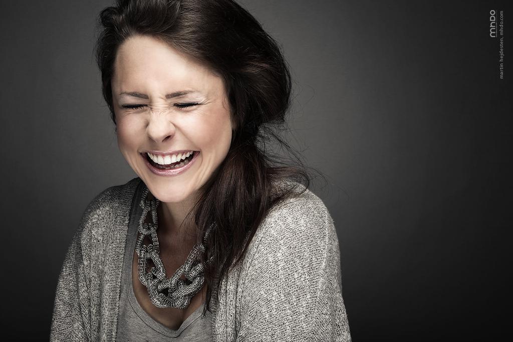 Glädje i stora mängder  – försök hitta en tjej som sprudlar av massor energi och glädje.