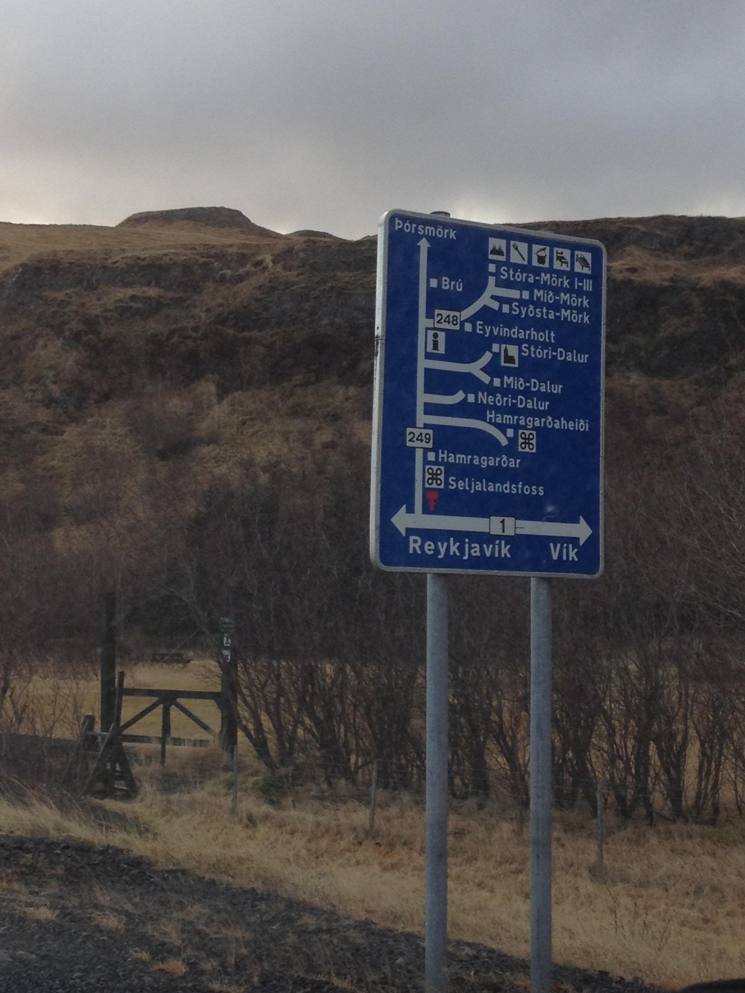 Les panneaux islandais, précisément explicites