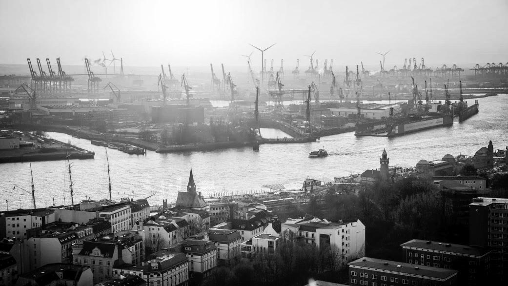 HAMBOURG / Ville somptueuses, l'Elbe magnifique, culture ancestrale.
