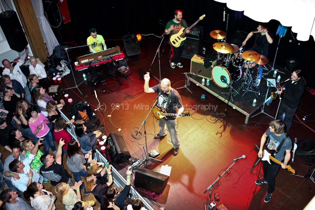 IMT Smile presvedčili že dobrý koncert sa da urobiť.Ivan Tásler to s chlapcami zvladol, dal do toho vsetko a energiou rozhodne nešetril.(kliknutim na foto sa vam otvori vetsi nahlad)