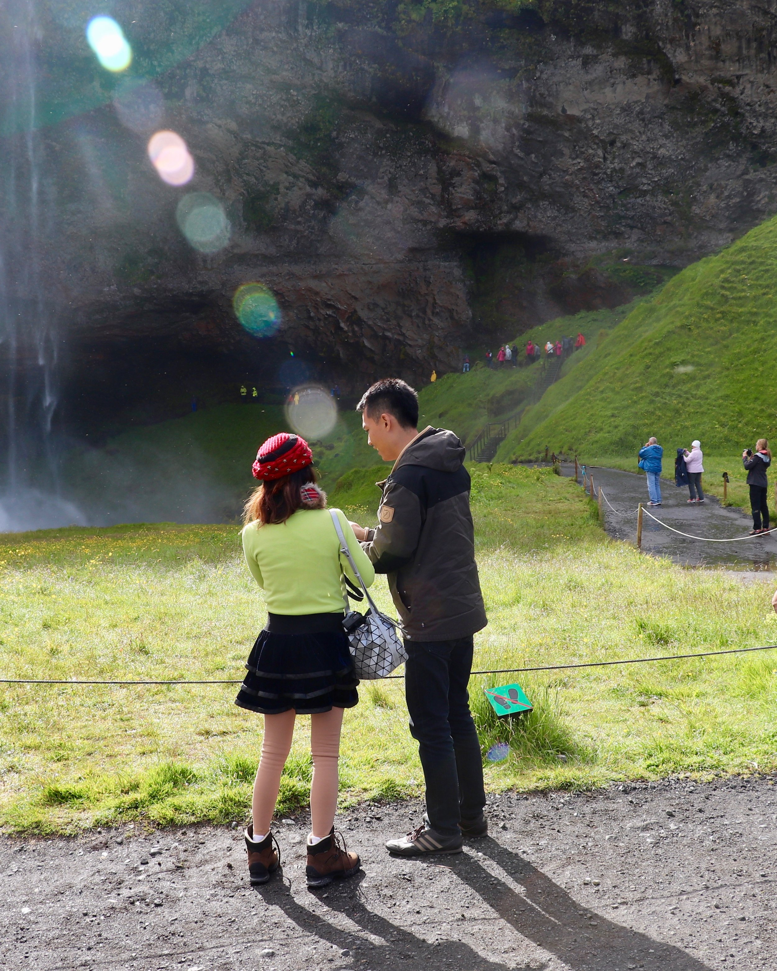 waterfall-iceland-couple-tourist