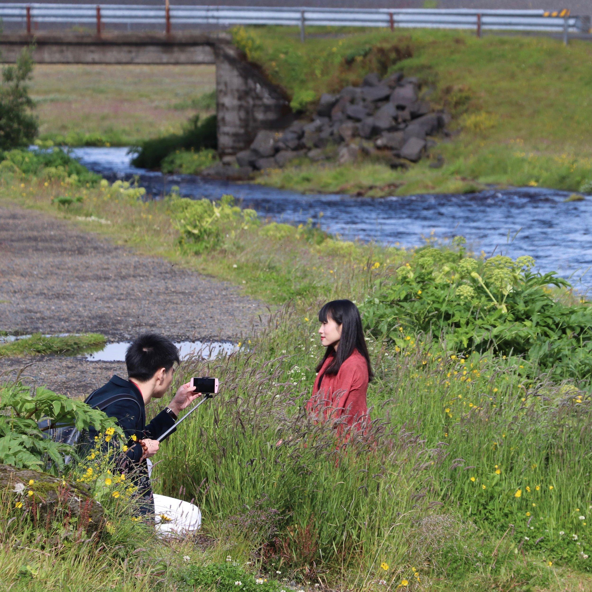 woman-couple-tourists-photo-iceland