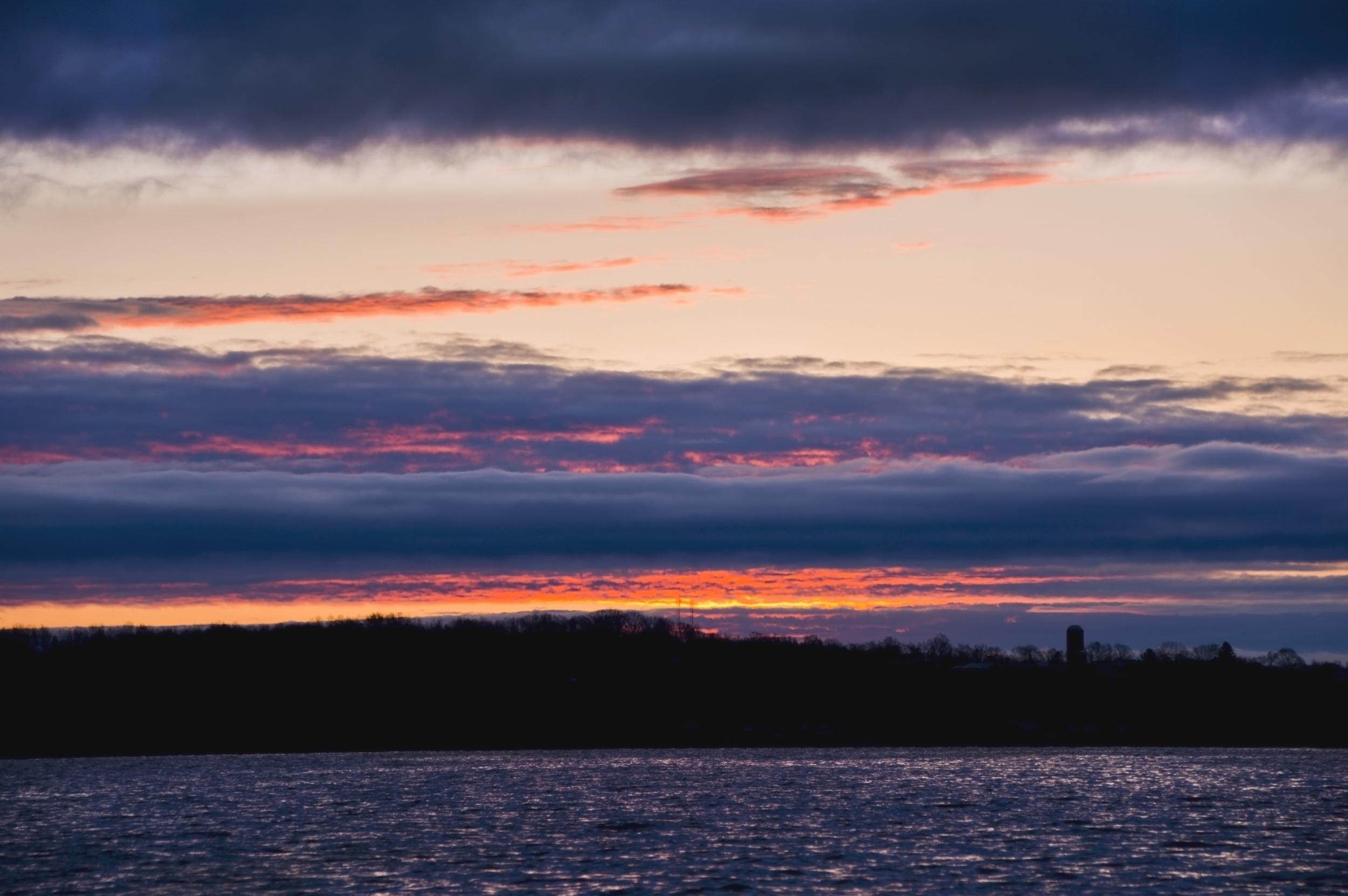 Cayuga Lake Sunrise 5516.jpg