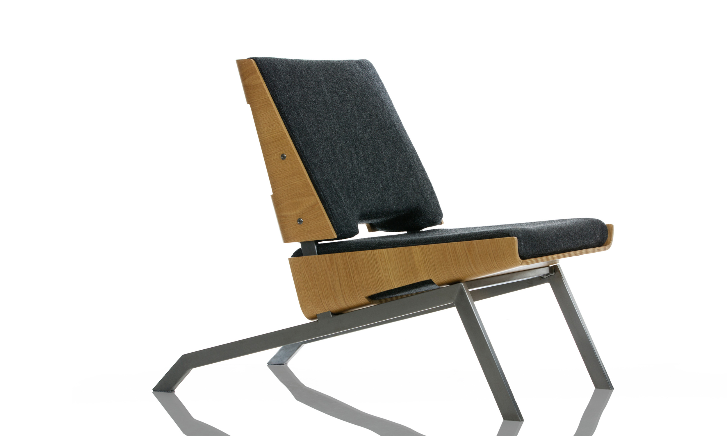 LN1   er en stol   som er designet   for det offentlige rom , hoteller, og  salonger   generelt.    Stolen   er laget av laminert   eik , børstet  stål og   polyuretanskum ,  trukket med   norsk ull .  