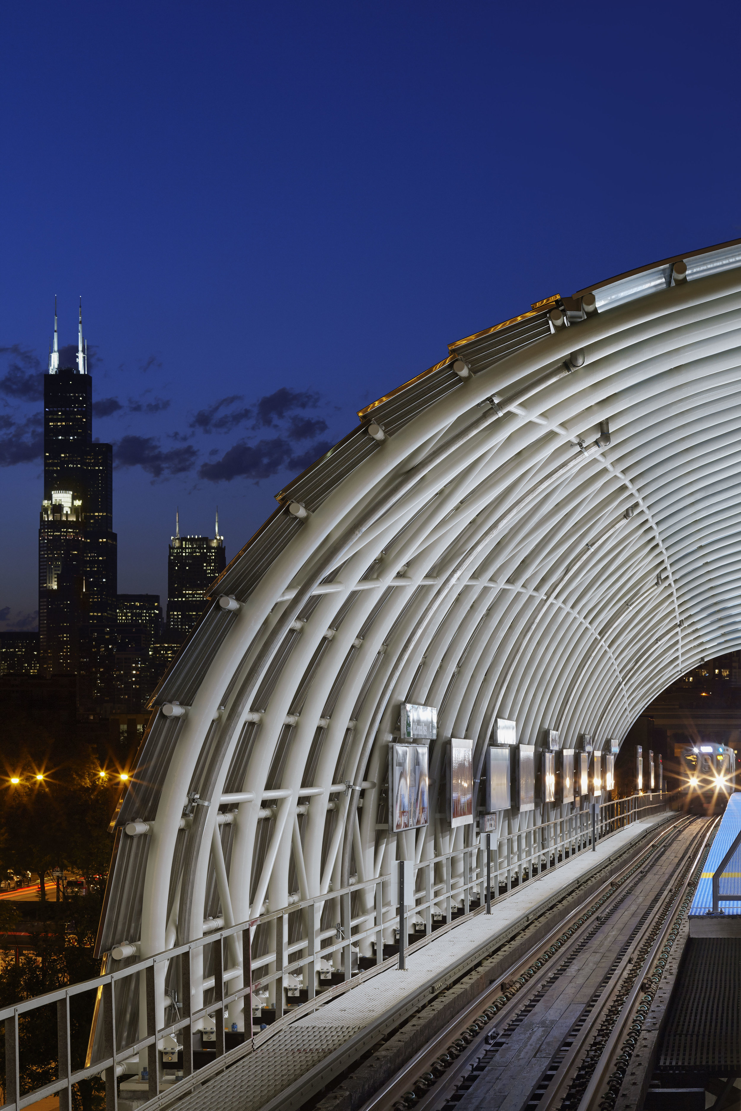 ROSS BARNEY ARCHITECTS and CDOT / Cermak McCormick Place CTA Station / Chicago
