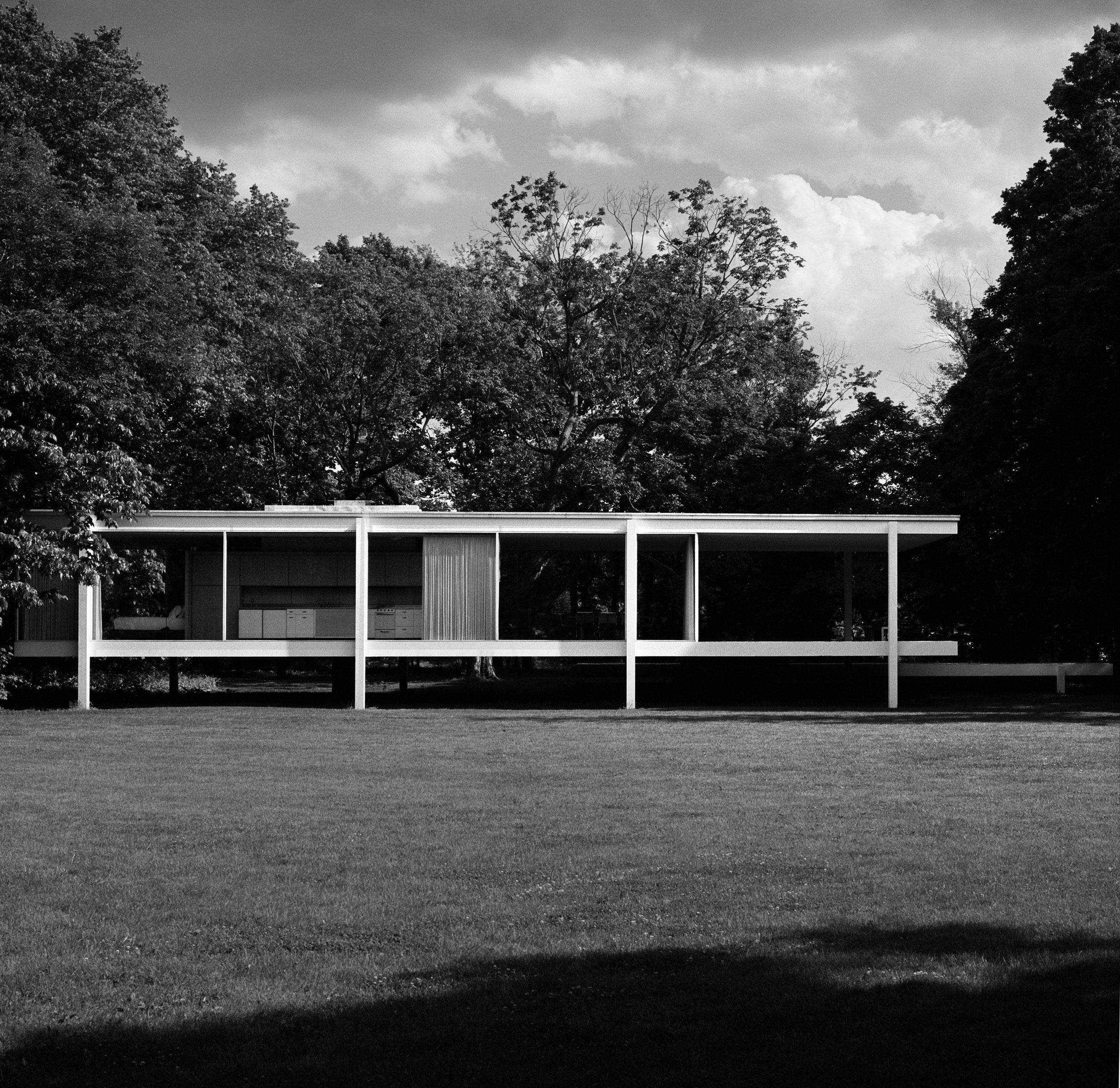 LUDWIG MIES VAN DER ROHE / Farnsworth House / 2008