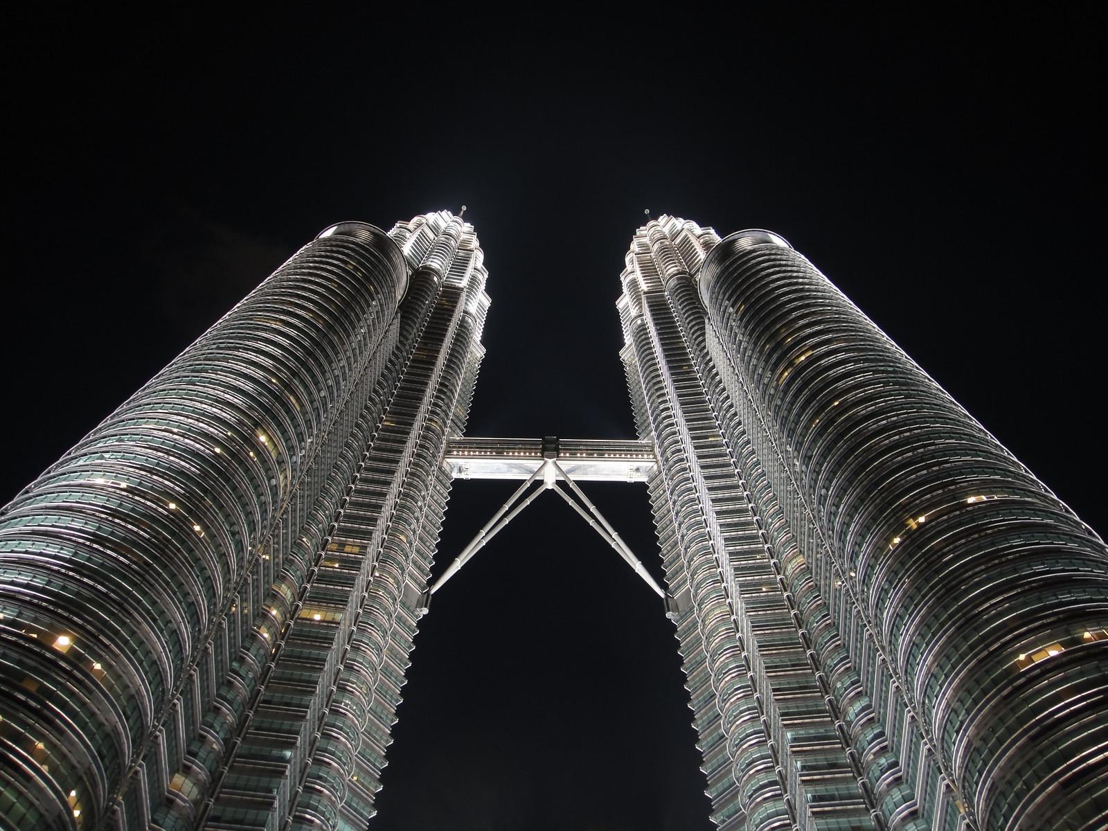 The Petronas Twin Towers (Kuala Lumpur, Malaysia)