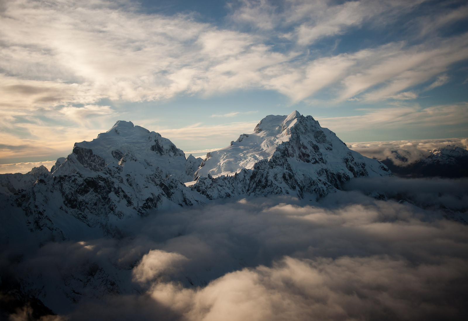 The amazing peaks of the Southern Alps (New Zealand)