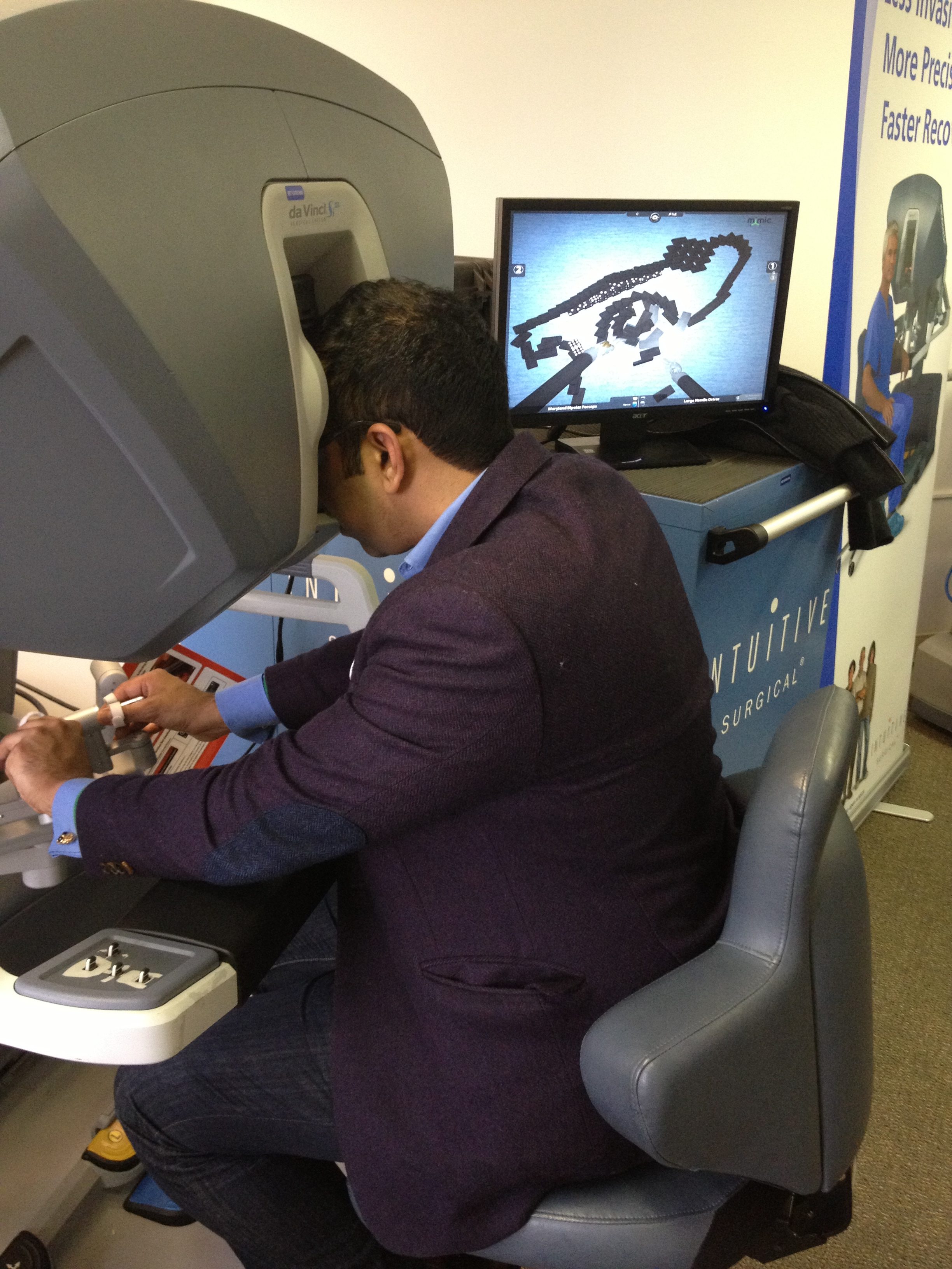 Virtual simulation with Da Vinci robotic surgery system
