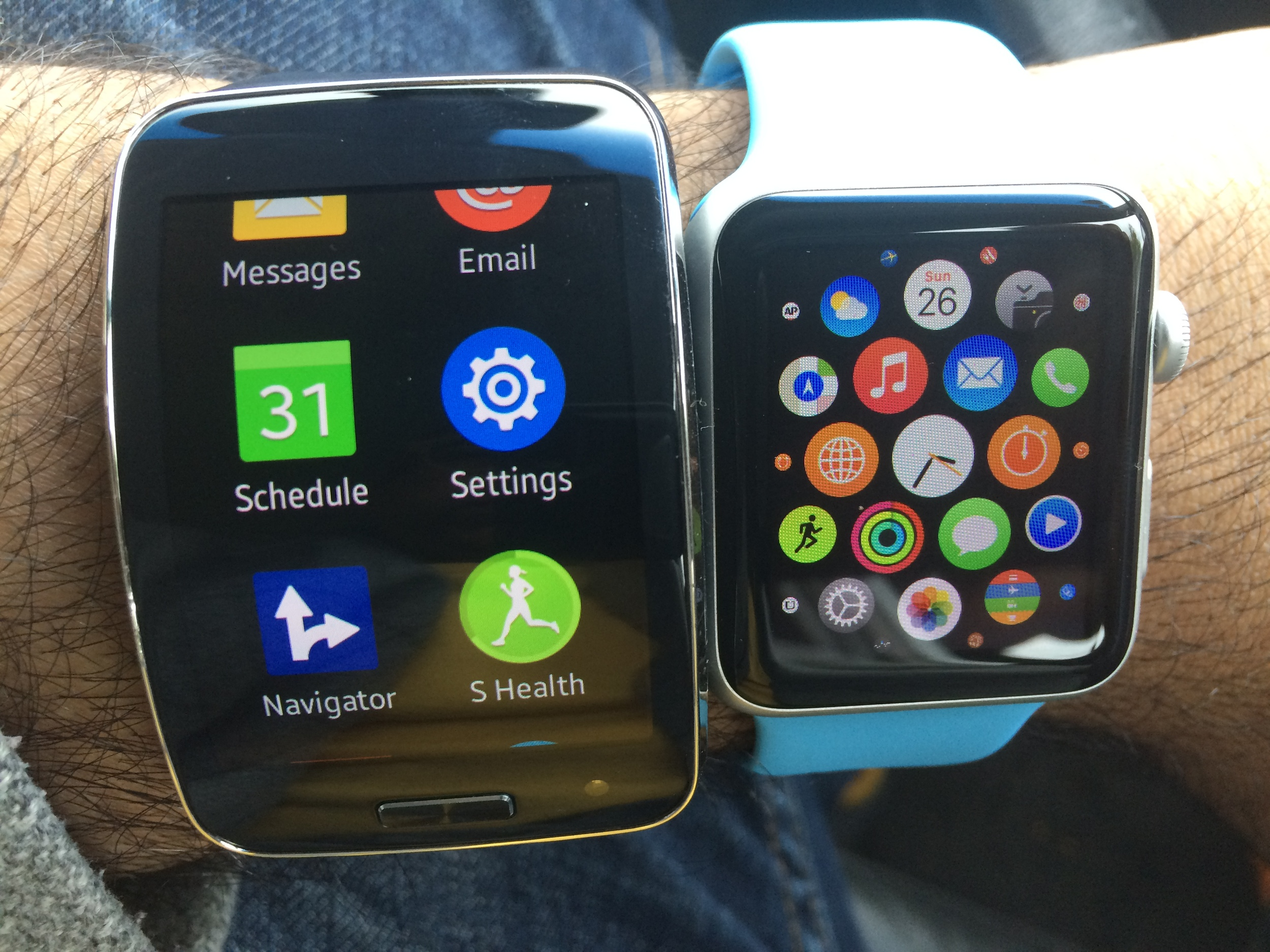 Which menu of apps do you prefer? Gear S (left) or Apple Watch (right)?