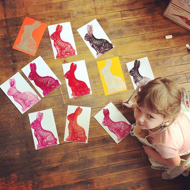 Studio assistant editions her work. #springbreak #momsatwork #printermamas #letterpress