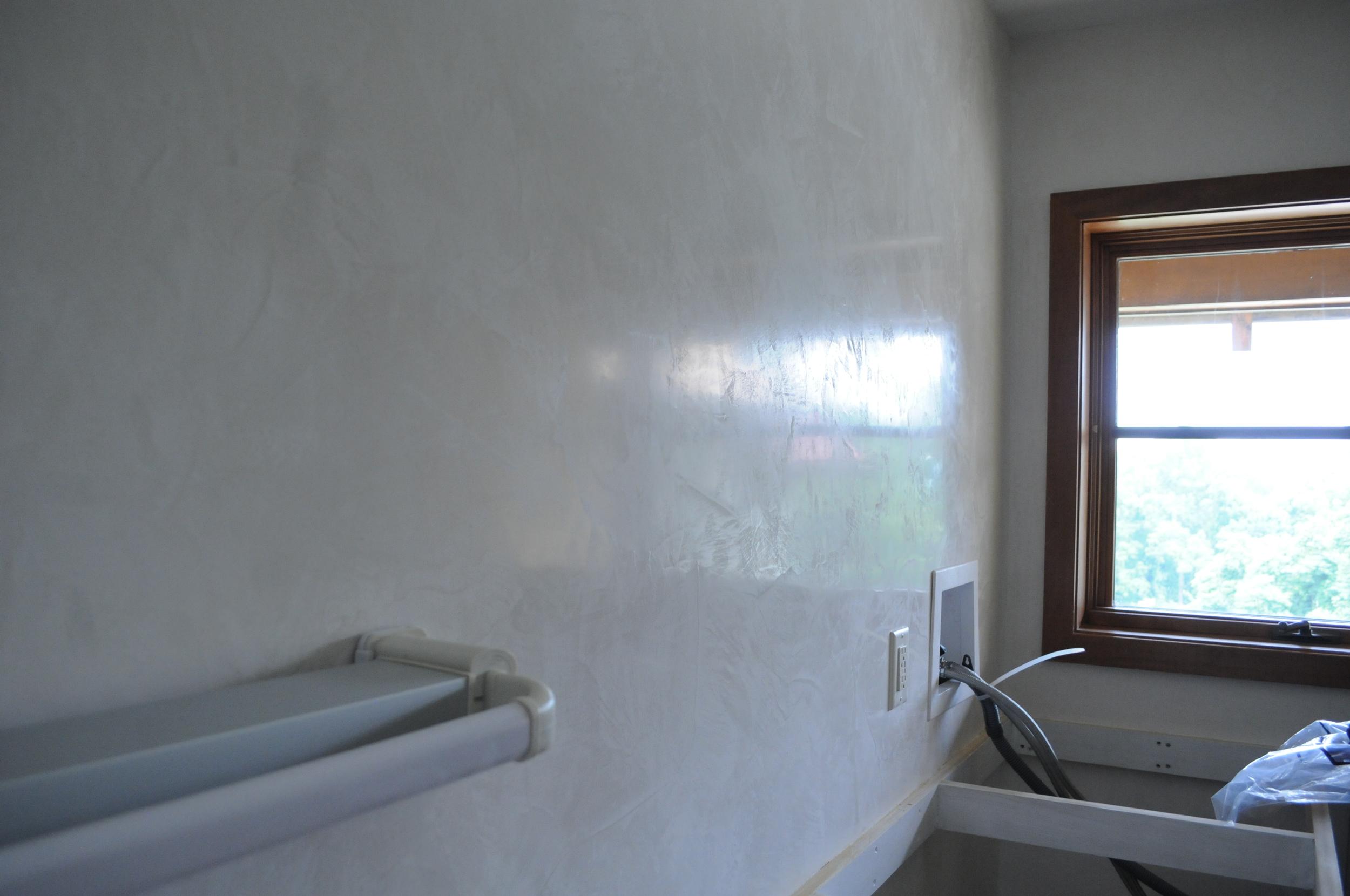 Calm Venetian Plaster Laundry Room