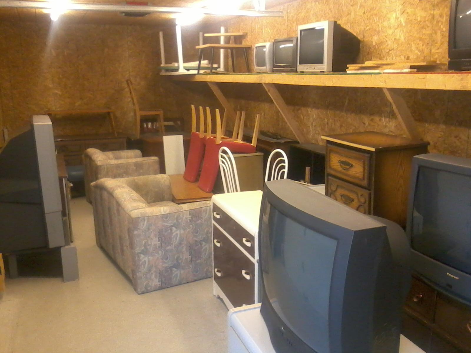meubles, téléviseurs, etc.