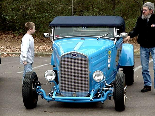 P aul Kosma explaining to future rodder, Spencer Lyon, that a flathead is not the same thing as a flattop.  '29 Ford '50 Flathead