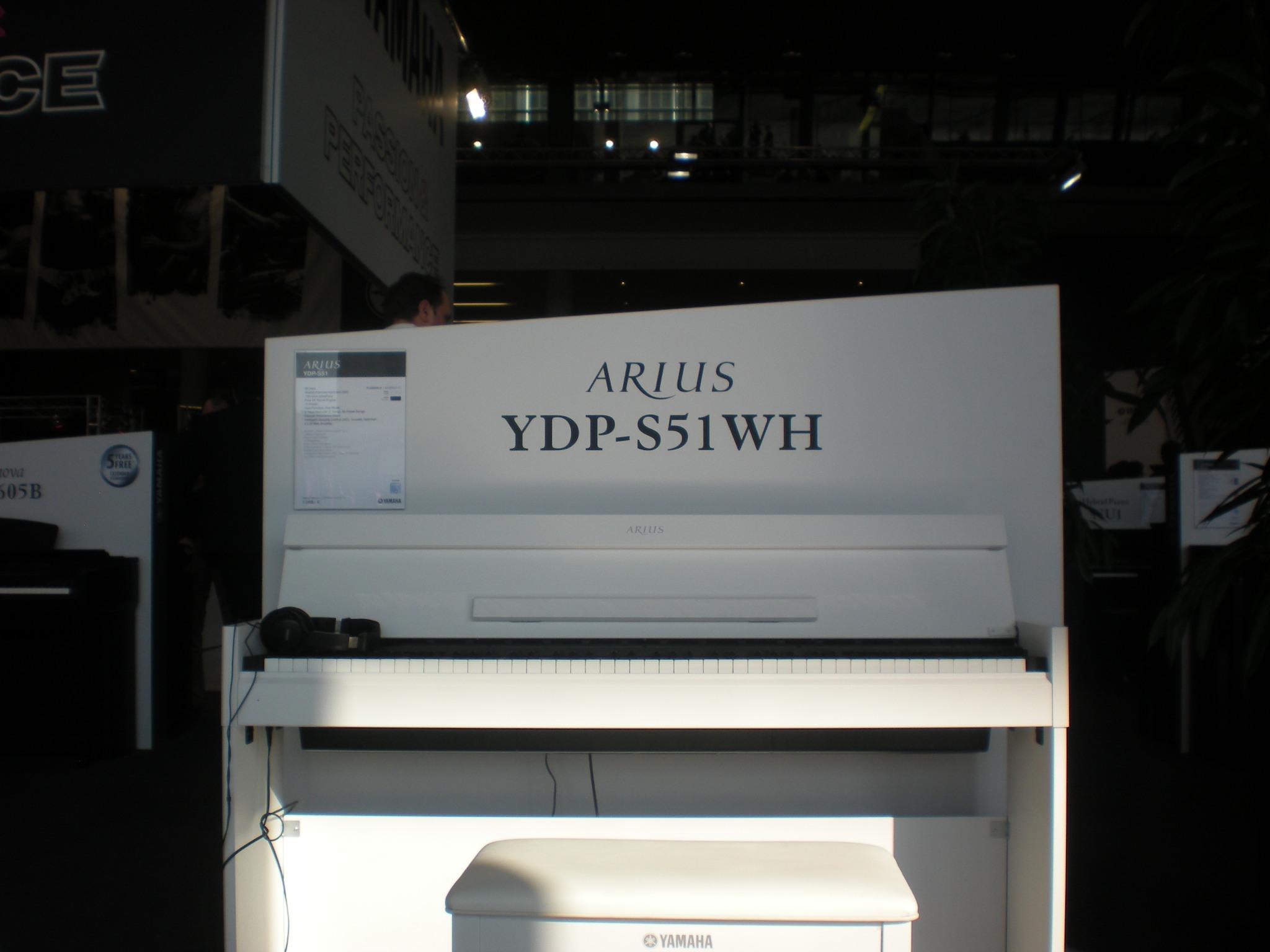 Yamaha_Arius_YDP_S51_en_face.JPG