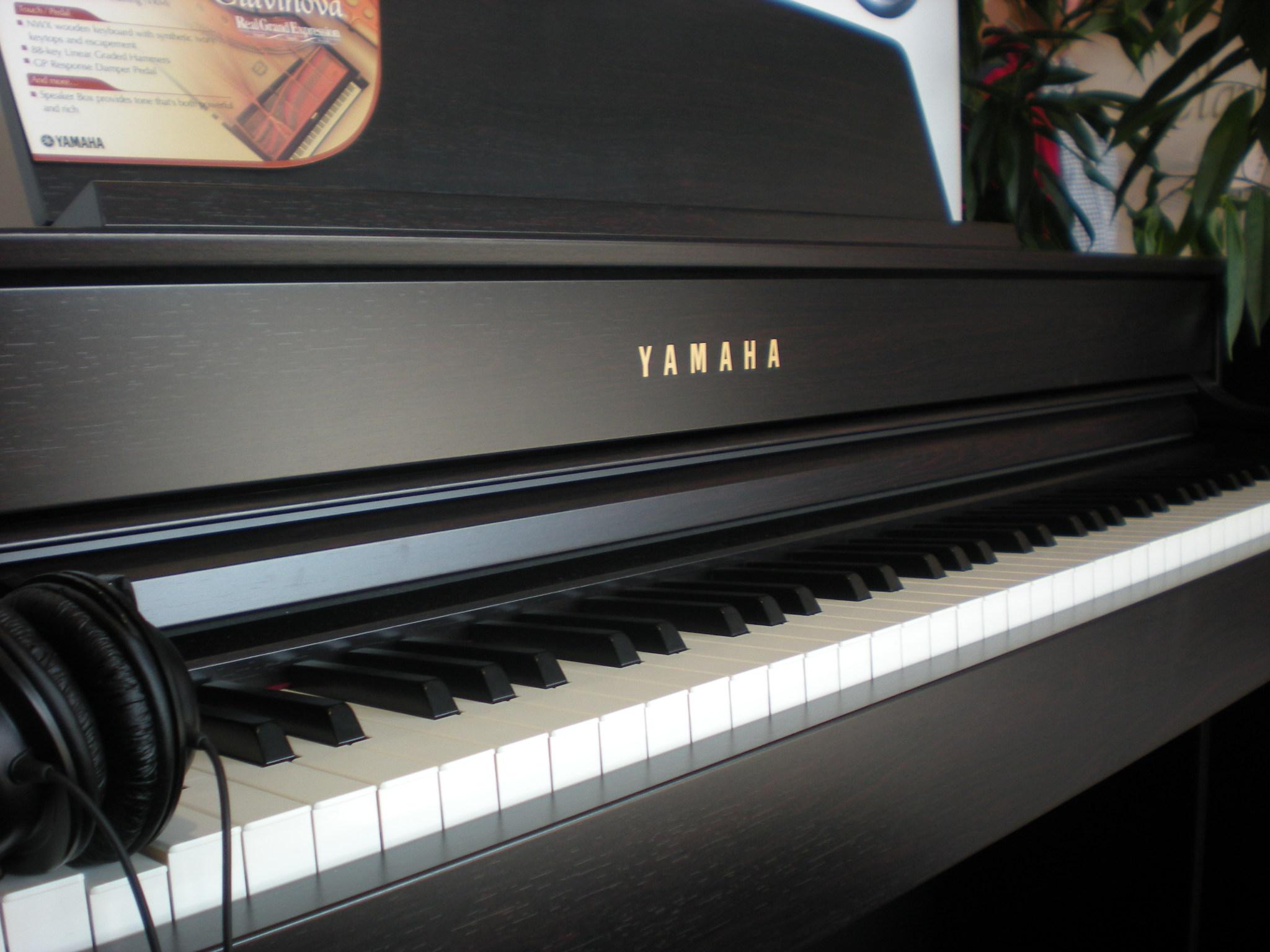 Yamaha_Clavinova_CLP-575_keyboard.JPG