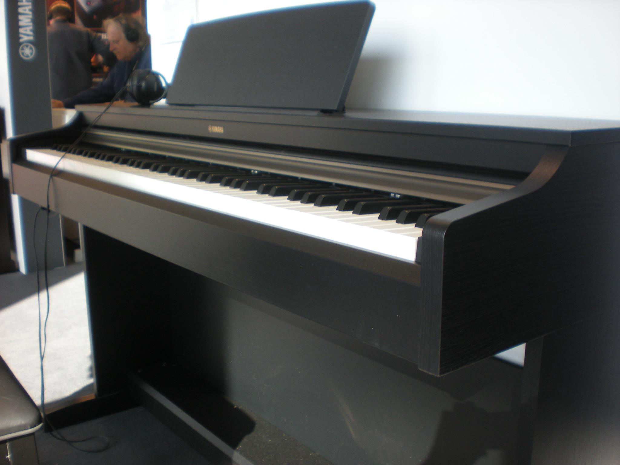 Yamaha_Arius_YDP-162.JPG