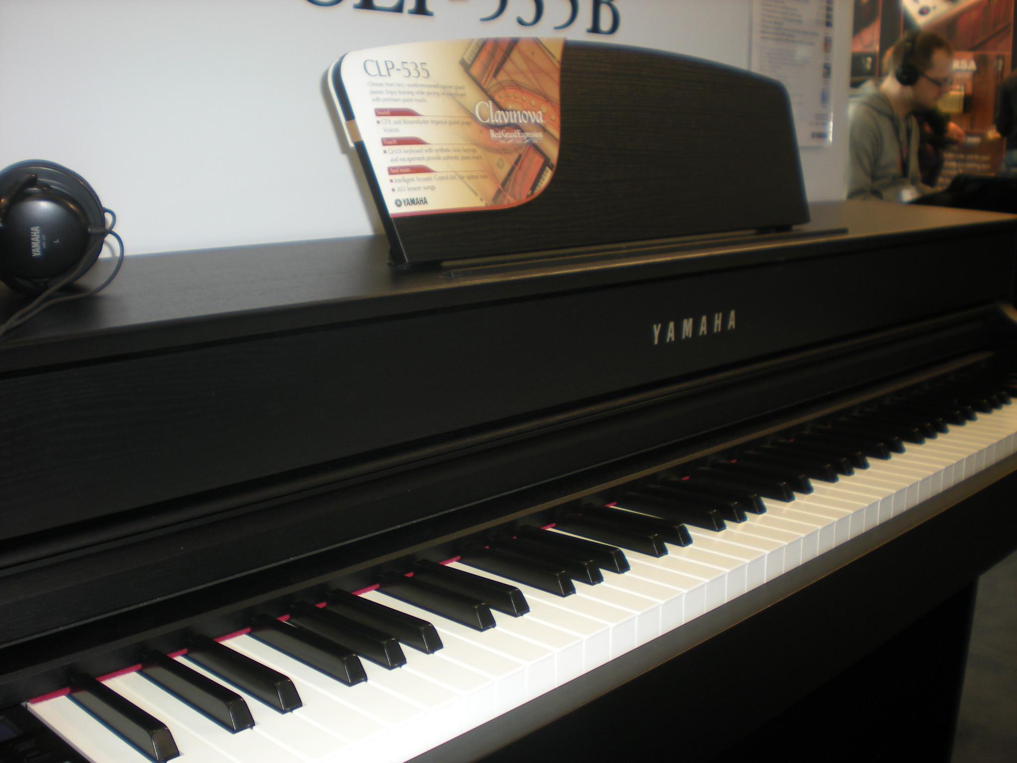 Yamaha_Clavinova_CLP-535_keyboard.JPG