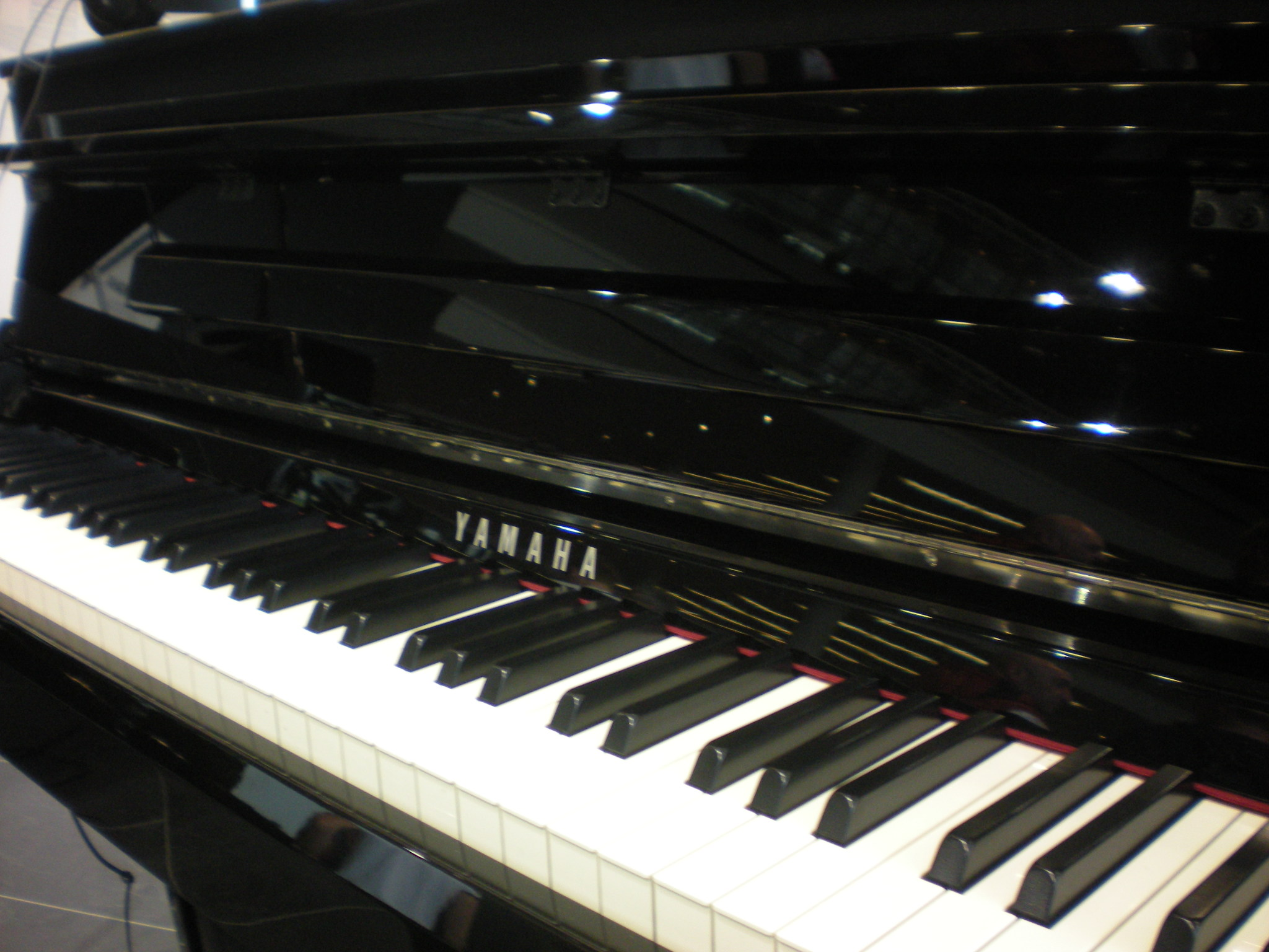 Yamaha_Clavinova_CLP-585_keyboard.JPG