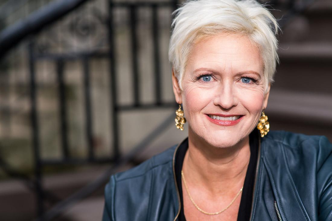 speaker coach Carolyn Herfurth branded lifestyle portrait NYC smiling on stoop