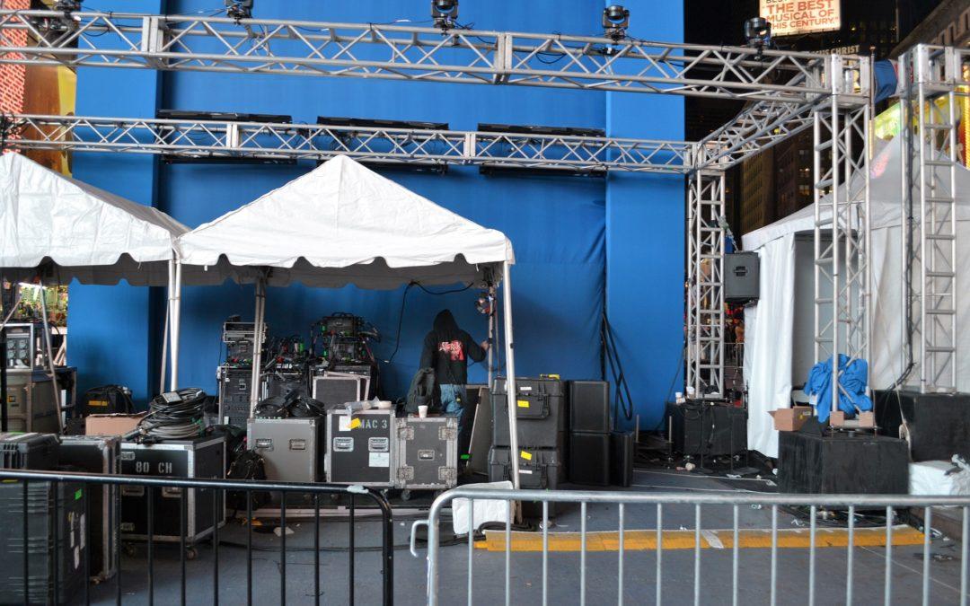 EntreGurus-Featured-Image-Backstage-Go-Behind-the-Scenes-1080x675.jpg