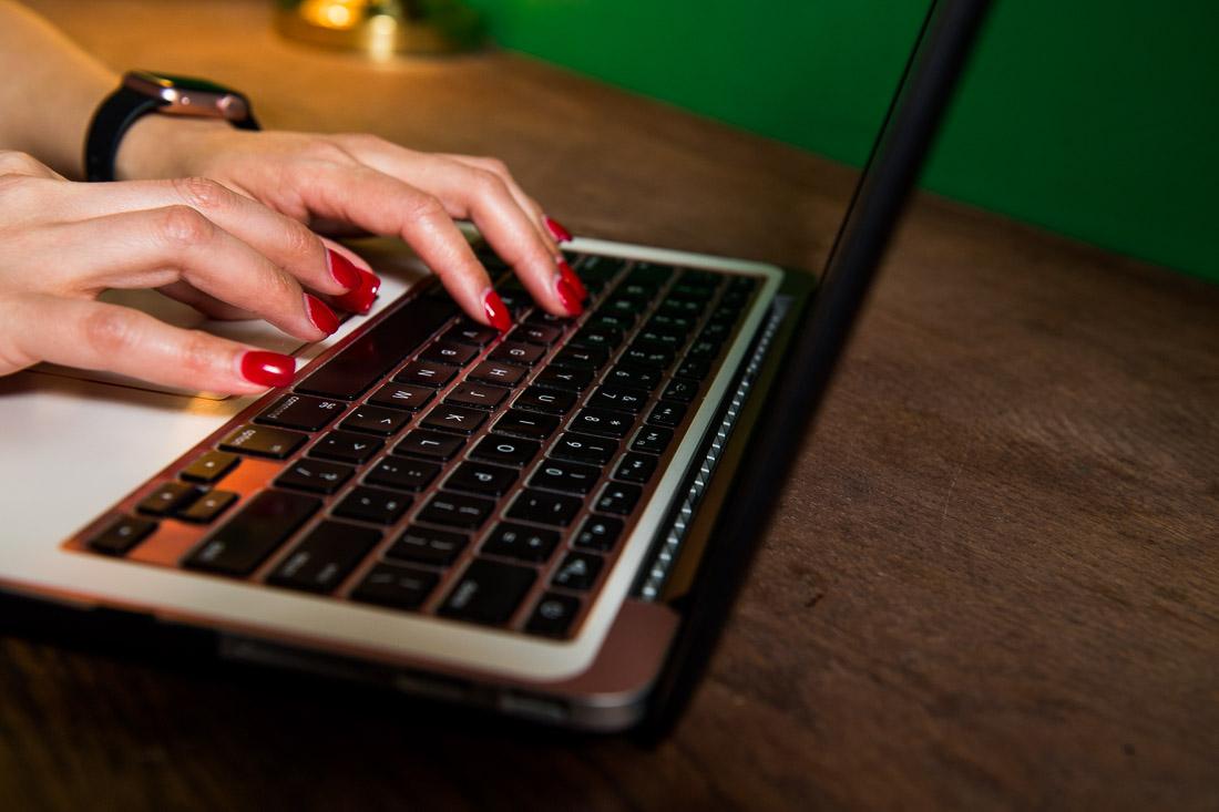nyc branded lifestyle portrait coach jenn scalia typing on computer