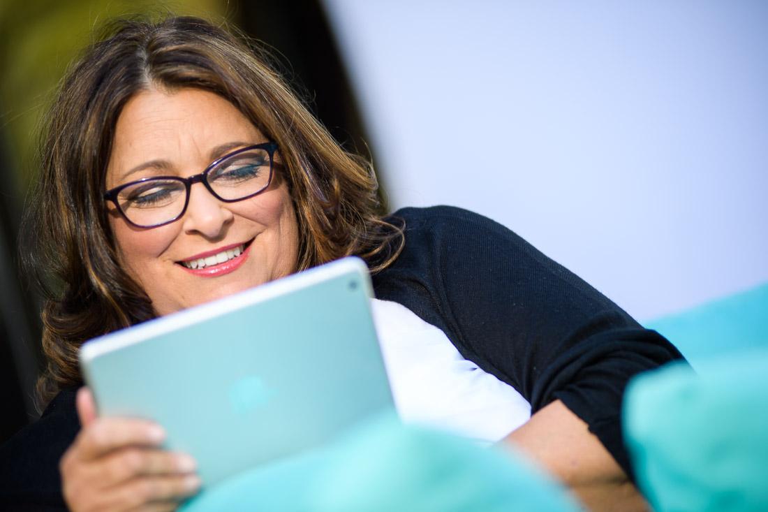 NYC Branded Lifestyle Portrait - speaker Social Pivot PR Donna Cravotta reading Kindle