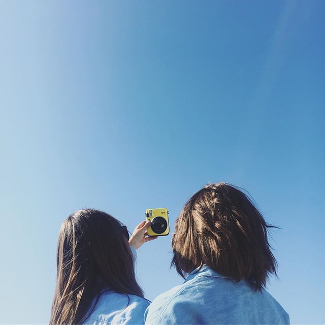 Blue skies ahead, happy Monday everyone! We partnered with @fujifilm_instax_northamerica and surprised everyone at CAMP with this awesome Instax Mini 70 so they could each document their 4-day experience (since we took all their phones)! We are dying to see all your memories and captures - share your pics by using #myinstax #theuniquecamp ❤️🙌🏼📸🏕