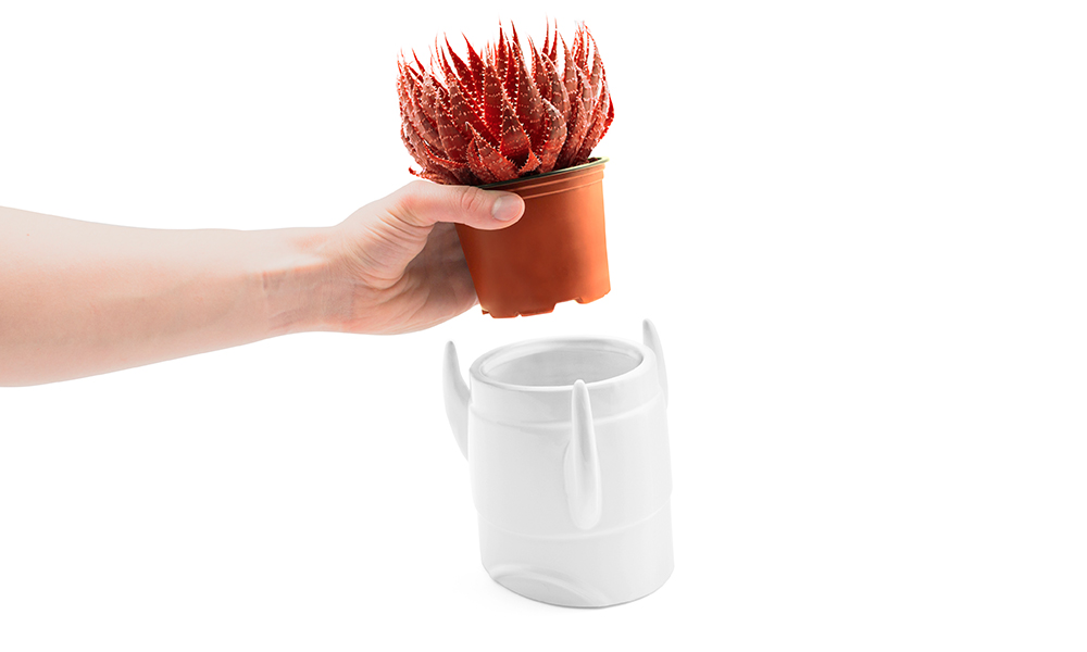 rocket_planter_hand