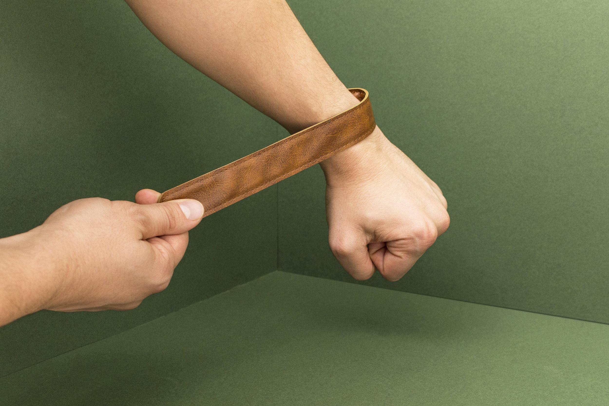 adventure_wristband_hand