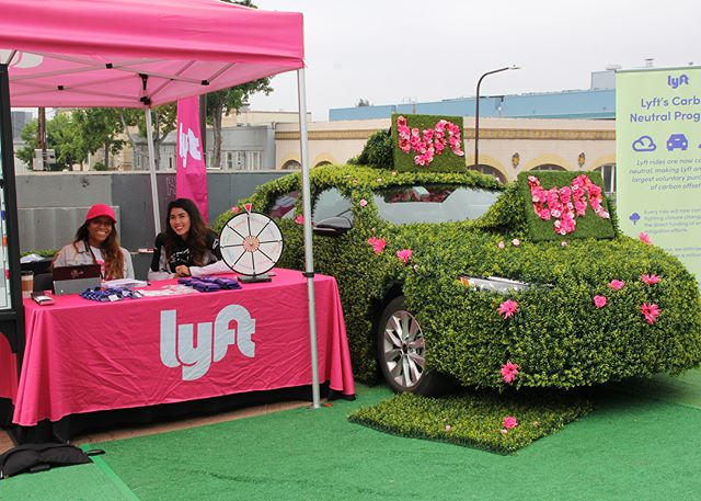 When @Lyft wants to highlight their green rides at UC Berkeley's Caltopia event, they call @DeptZero. Flower logo ✅ car wrapped in greenery ✅ Free rides ✅ . . . . . #Caltopia2018 #calfamily #deptzero #lyft #ucberkeley #eventmarketing #brandactivation #experientialmarketing #eventprofs #eventproduction #eventproducer