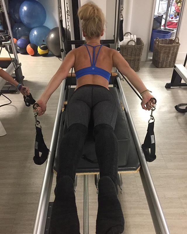 Studio TYLA results. @carlyfries18 #studiotyla #pilatesreformer #pilatesbody #inshape #womensphysique #womenshealth #dancer #athletes #nomeatathlete #rehabilitation #therapy #sportstherapy