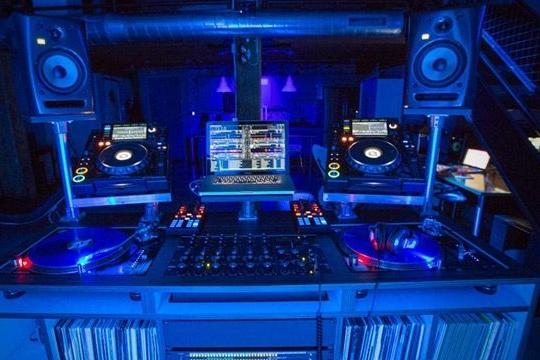dj-booth-show-your-setup-header.jpg