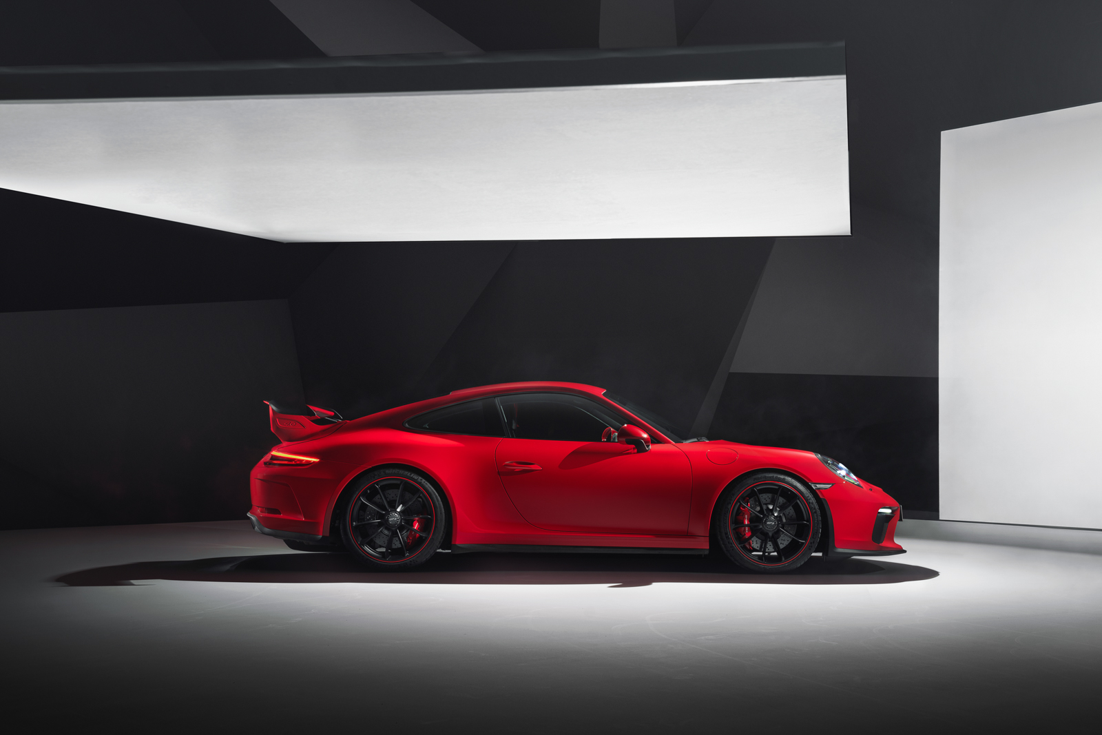 RP - 911 GT3 Reveal Photography.jpg