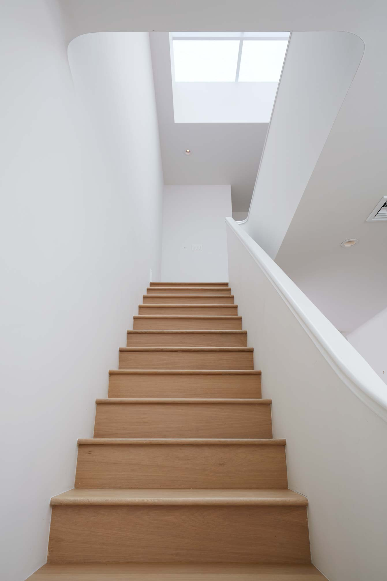 2nd_floor_stairs_c_066.jpg