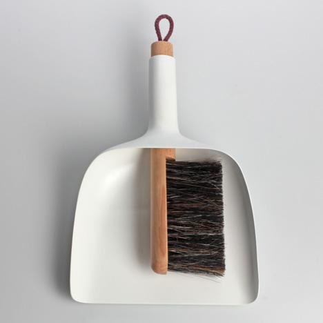 dezeen_Sweeper-and-dustpan-by-Jan-Kochanski_1.jpg