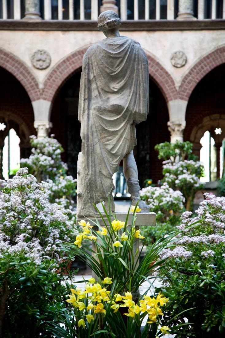 courtyard-3-isabella-stewart-gardener-museum-gardenista.jpg