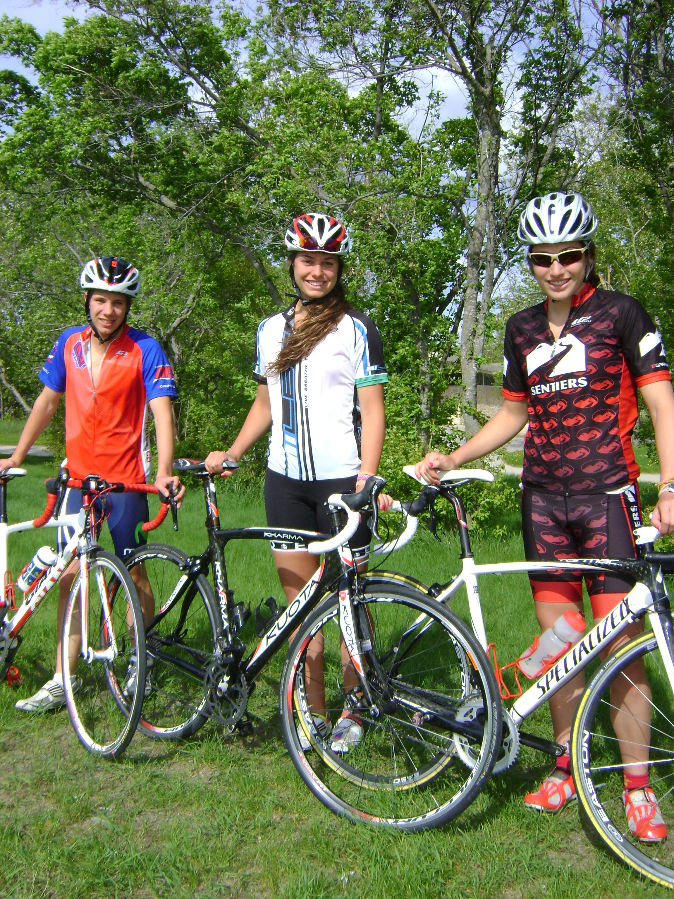 Sortie en vélo en trio avec Stéphanie et Julien au Bird's Hill park. Très venteux!