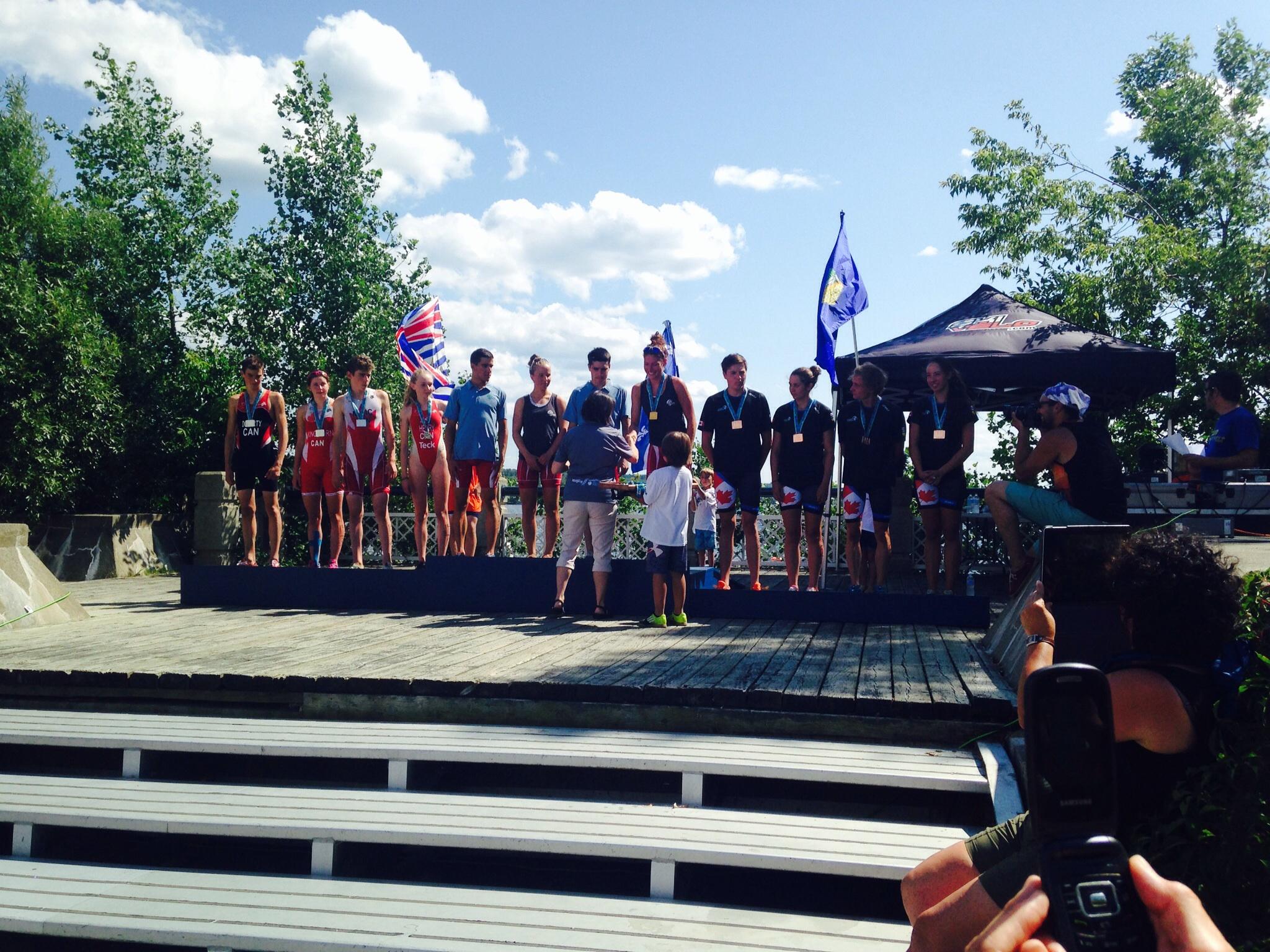 Le podium des relais mixtes par province. L'or pour le Quebec, Argent pour la Colombie-Britannique et le Bronze pour l'Alberta.