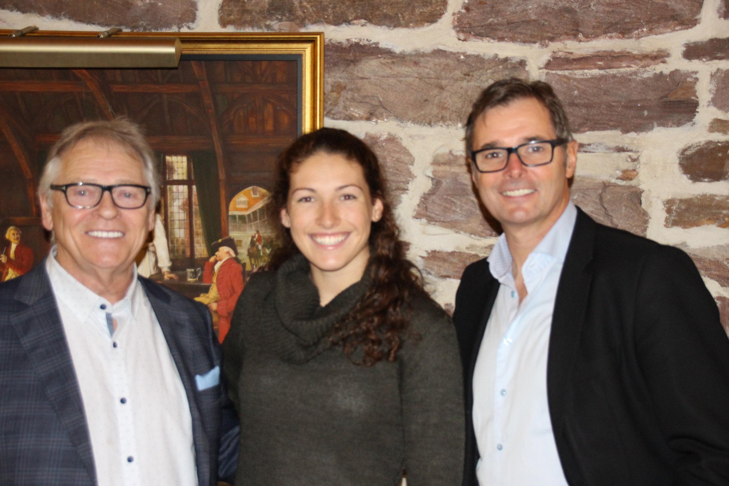 Je suis entourée de M. Raymond Allard et M. Sylvain Allard