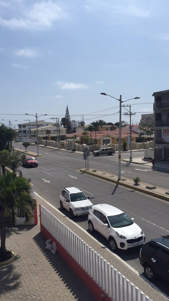 En face de mon hôtel, Salinas, Équateur.