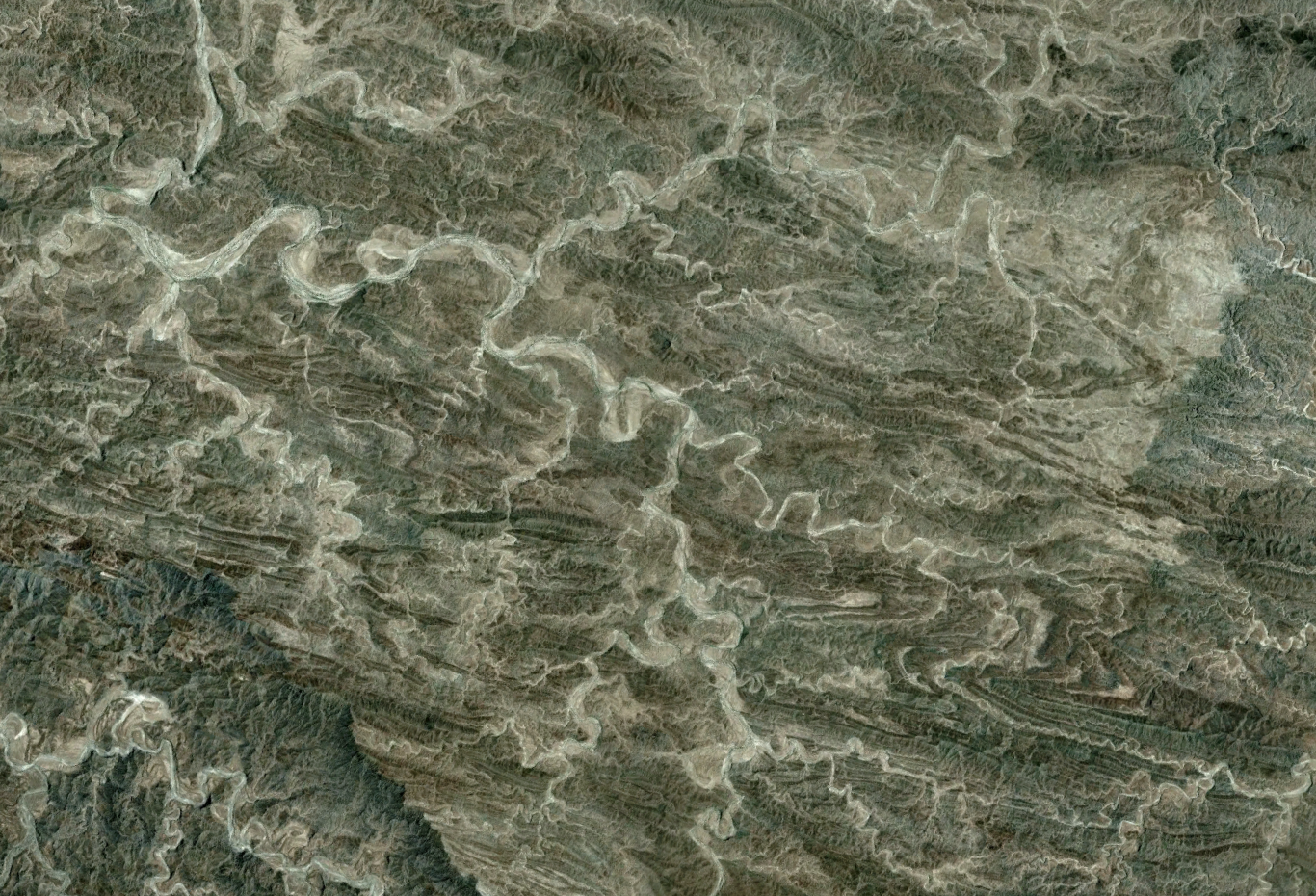 Really an awful lot of meandering and wanton ignorance of complex geological structure in this part of Pakistan. Yow. Browse around for more...really wild place.      http://goo.gl/maps/Wgck