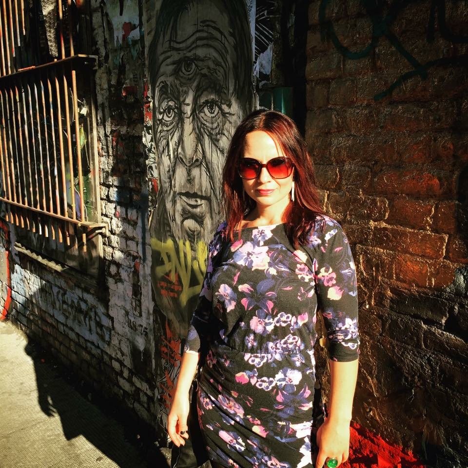 Me and all the freaking awesome street art in Shoreditch!