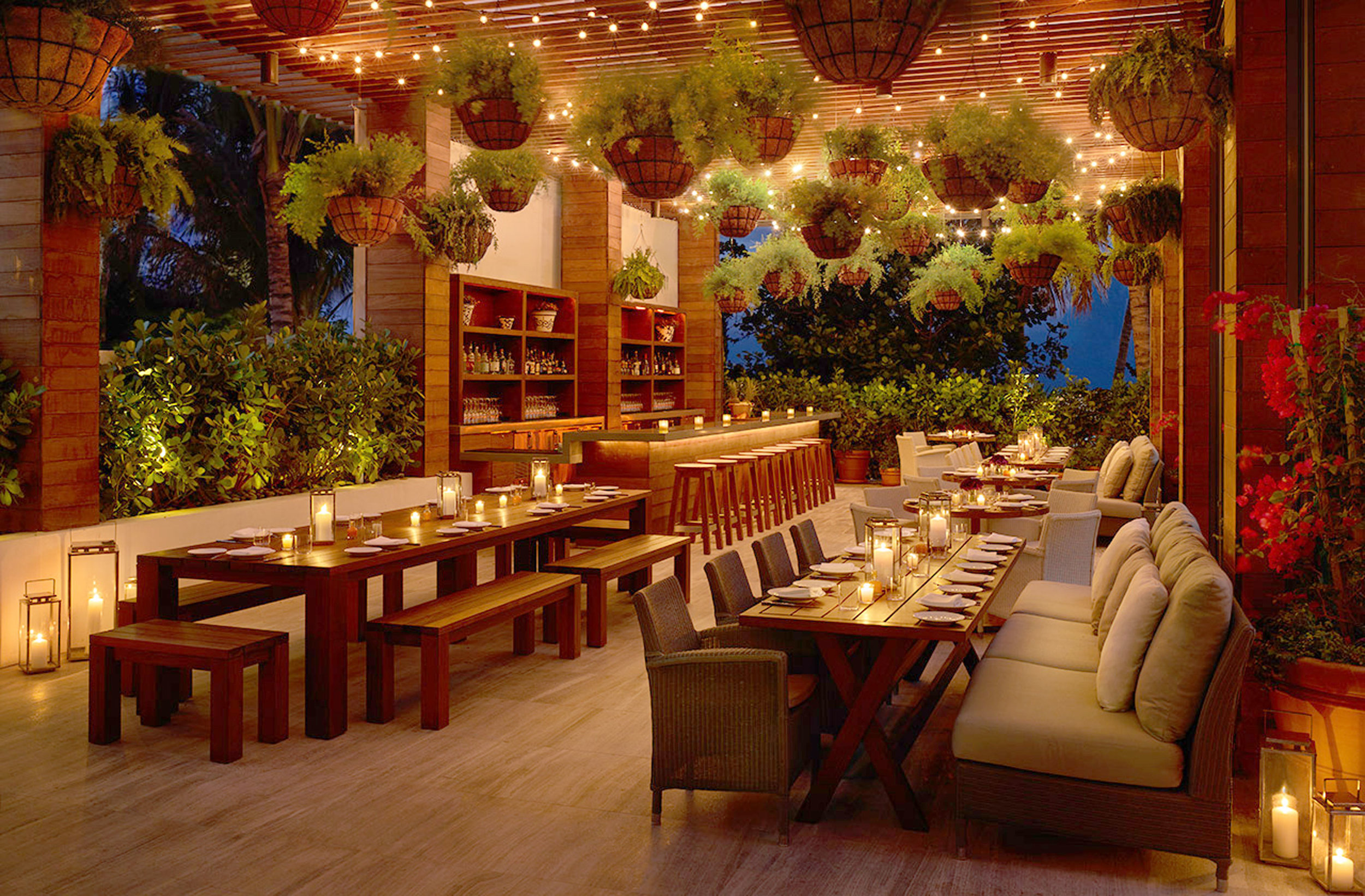 Outdoor dining at Miami Edition