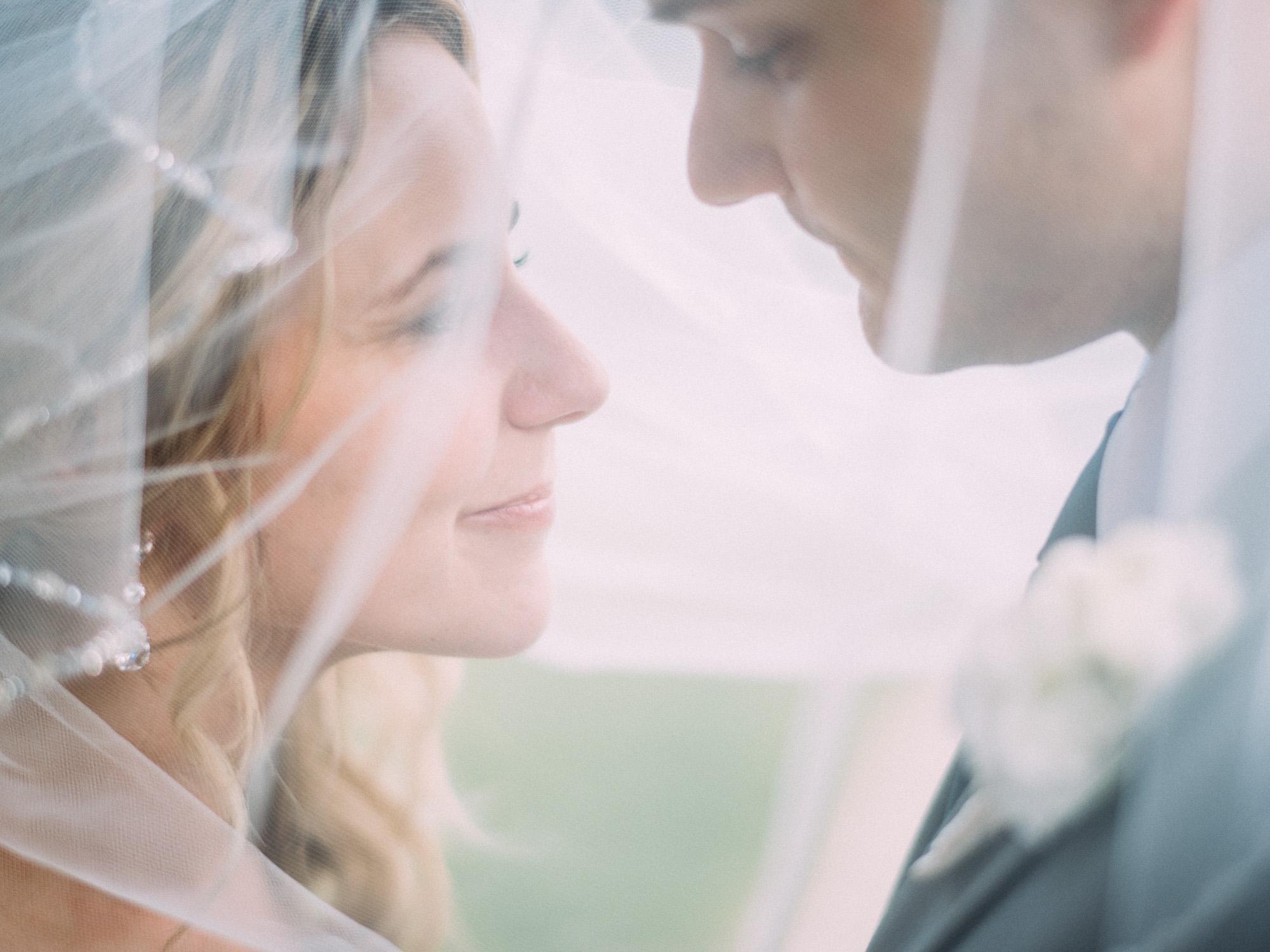 Kansas City Missouri Engagement & Wedding Photographer