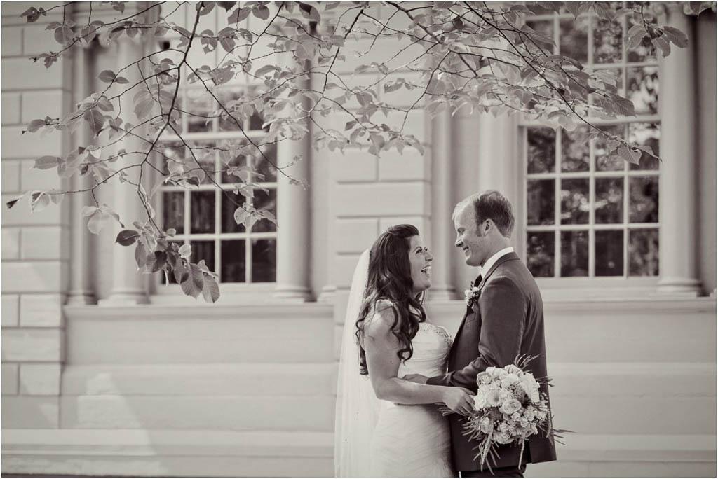 Redwood-Library-Wedding-Portraits-Newport-Bride-and-Groom.jpg