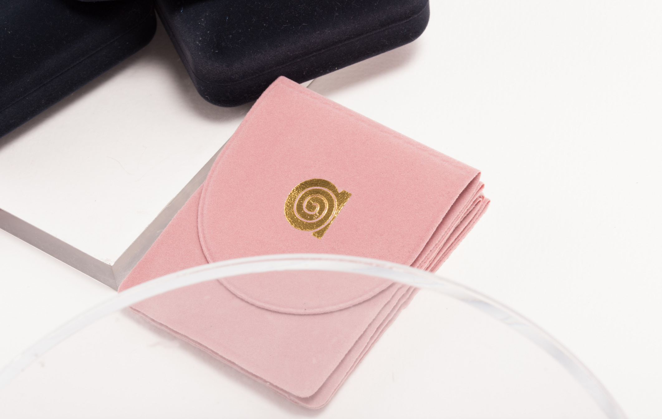 Pink pouch for precious jewellery