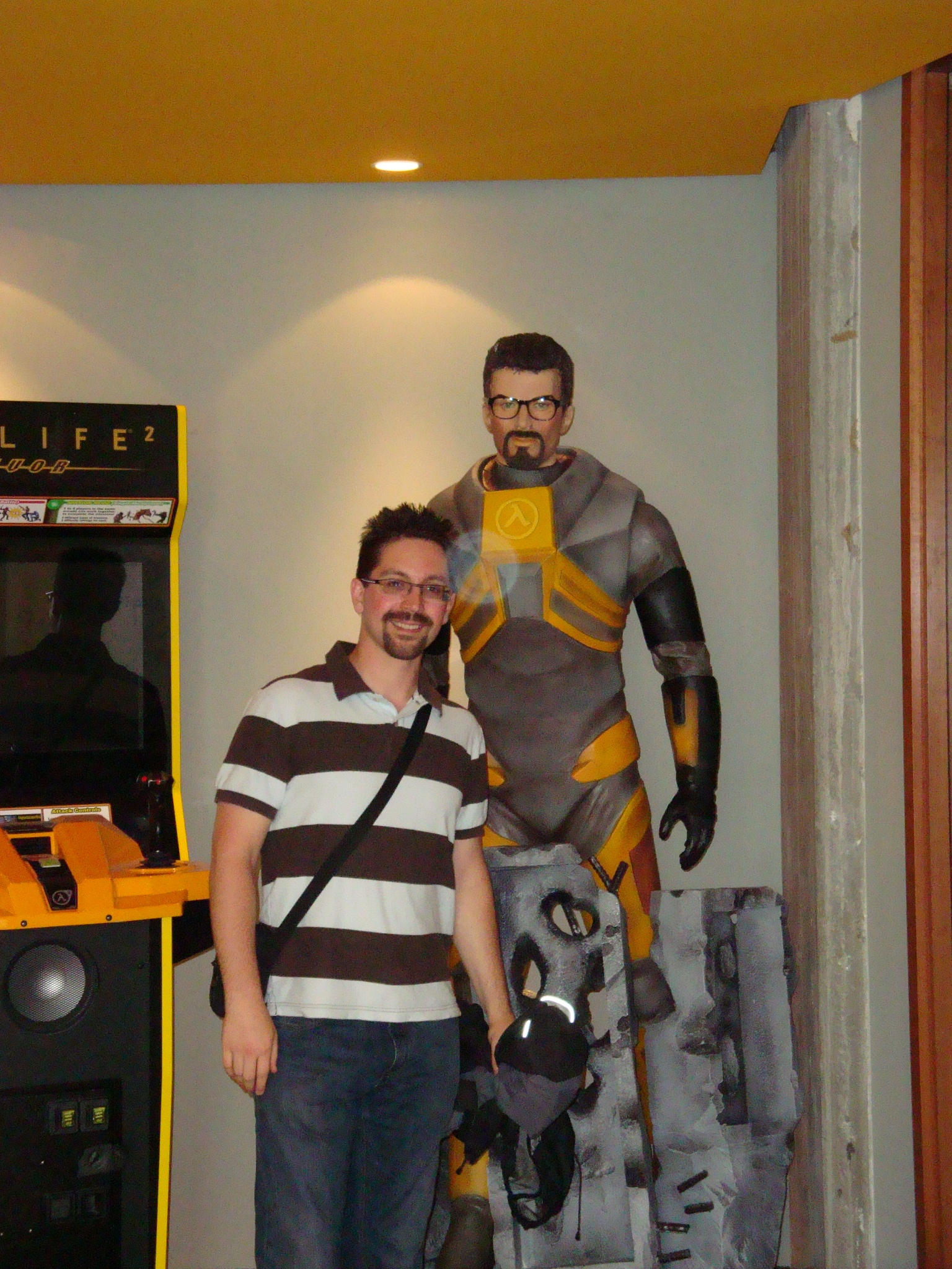 Ben with a very different haircut, standing by Gordon Freeman at Valve