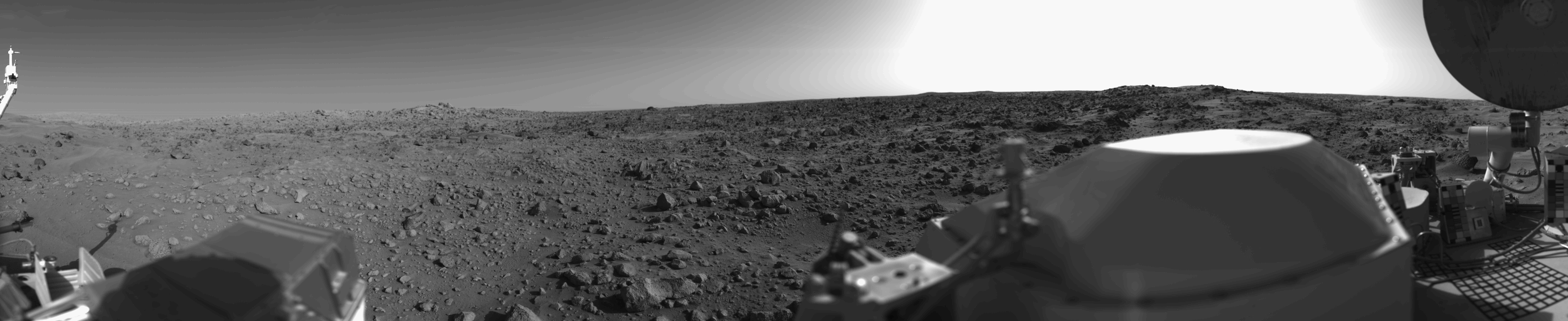 "First panoramic view by  Viking 1  from the surface of Mars. Captured on July 20, 1976  By ""Roel van der Hoorn (Van der Hoorn)"" - Own work based on images in the NASA Viking image archive., Public Domain, https://commons.wikimedia.org/w/index.php?curid=2407343"