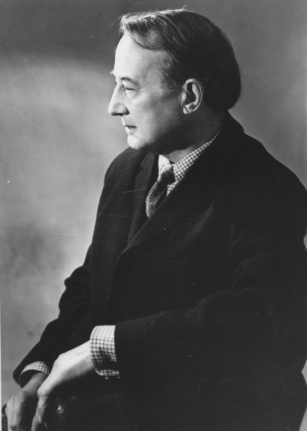 Michael Oakeshott  By Library of the London School of Economics and Political Science - Professor Michael Oakeshott, c1960sUploaded by calliopejen1, No restrictions, https://commons.wikimedia.org/w/index.php?curid=15987493